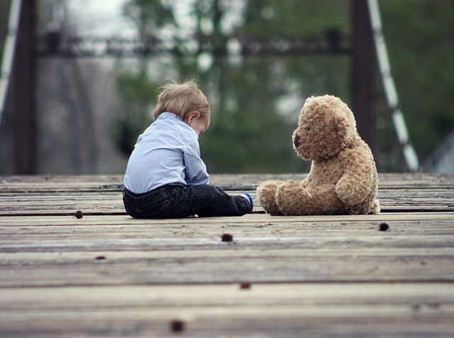 dítě a medvídek.jpg